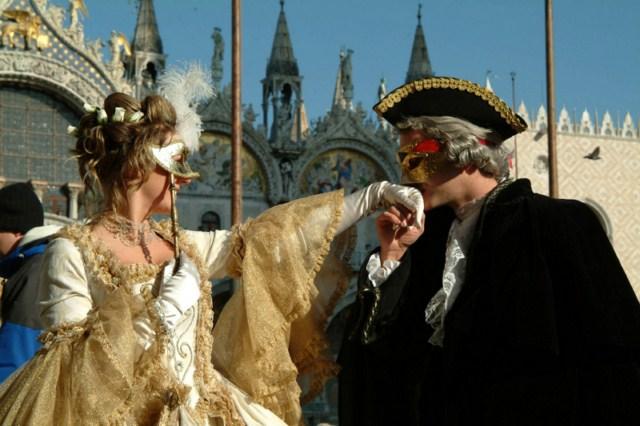 history on masquerade masks