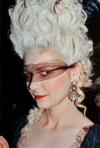 masquerade_marie_antoinette_kirsten_dunst