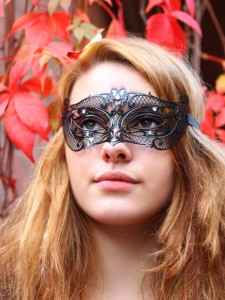Petite Georgiette Metal Mask