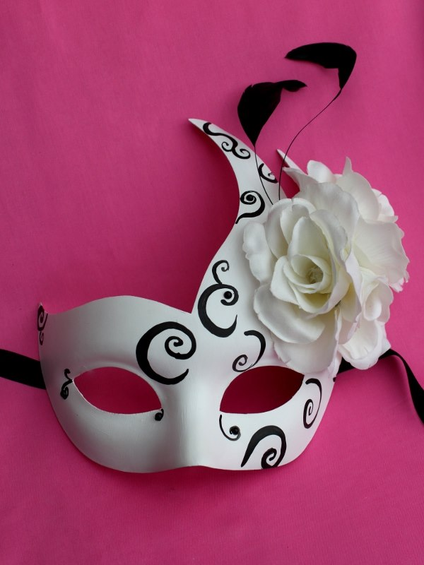 Ascot White & Black Swan Mask