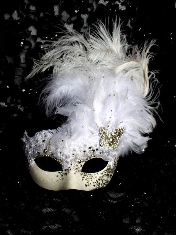 Extravagent Luxury Crystal White Venetian Swan Mask