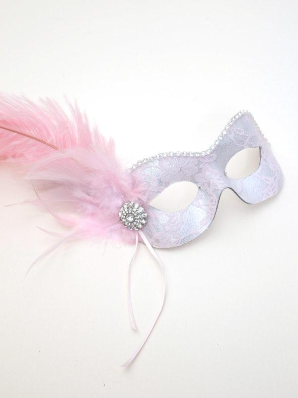 foto de Women's Handmade Pale Pink Lace Feather Masked Ball Mask