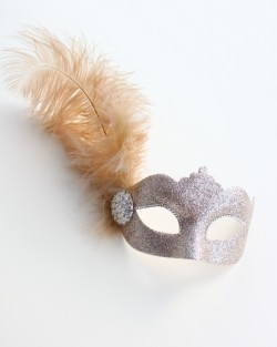 Katie Champagne Beige Gold Feather Mask c
